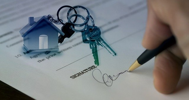 Signing real estate agreement